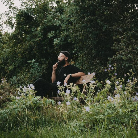 Pamanora Dominik Raucht auf dem Feld